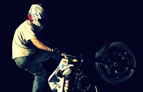 Брейк данс на мотоцикле_2