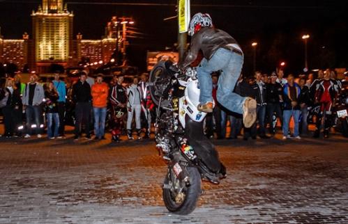 Брейк данс на мотоцикле_3