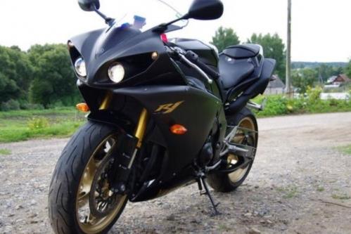 Yamaha R 1 2010 _1